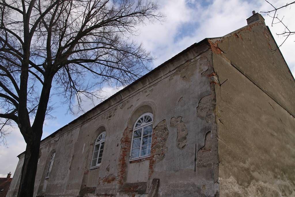 Fotografie synagogy před opravou