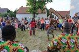Ghanské tance u synagogy